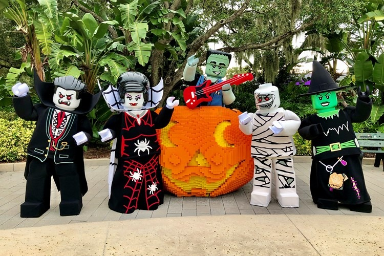 legolandflorida brickortreat characters at pumpkin